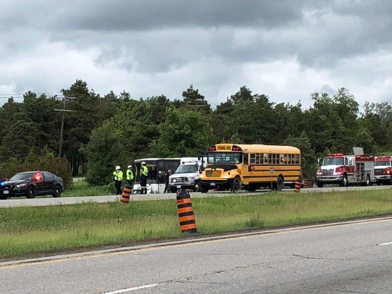 加拿大一辆大巴车发生交通事故